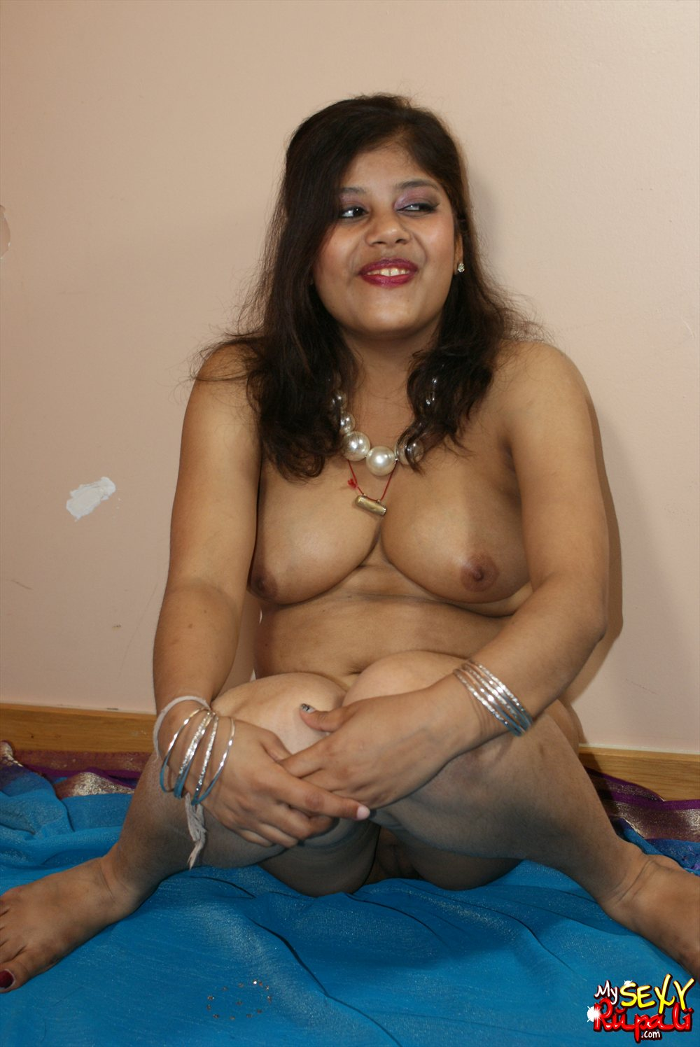 my sexy rupali - hot indian rupali in indian sari stripping naked